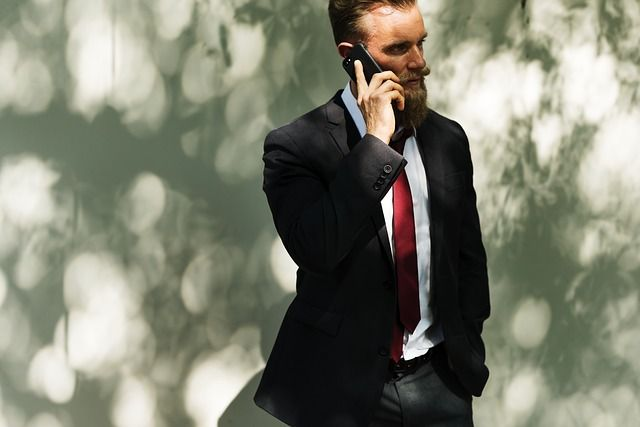 hombre de negocios exitoso multinivel
