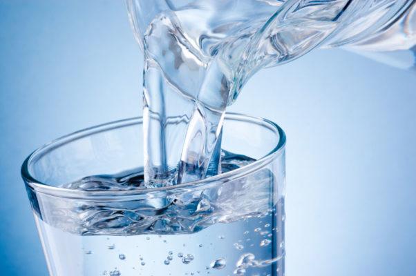Agua alcalina 5 beneficios